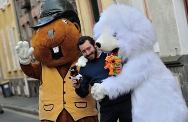 Les mascottes géantes de ce jeune entrepreneur font le tour du monde